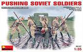 MiniArt 35137 Pushing Soviet Soldiers 1:35