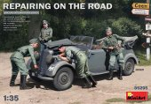 MiniArt 35295 Repairing on the Road (Typ 170V Personenwagen Cabrio & 4 Figures) 1:35